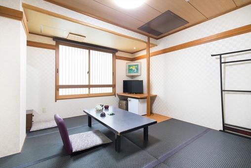 ■黒畳の和室8畳■ バス・トイレ付き(ユニットバス)