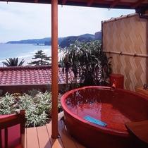信楽焼タイプの客室専用露天風呂(208号室)