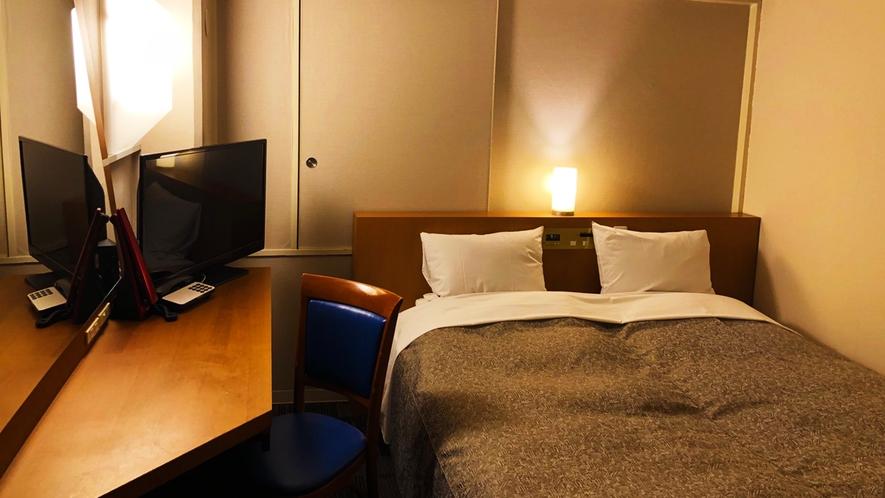 【本館/スタンダード・ダブル】 広々とした180㎝幅のベッドは、カップルやお子様連れのファミリーにお