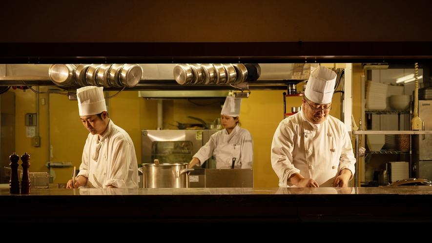本格シェフの県産食材を活かした料理ー…。ビッフェ・カフェ・プレート、お好みのスタイルでご堪能下さい。