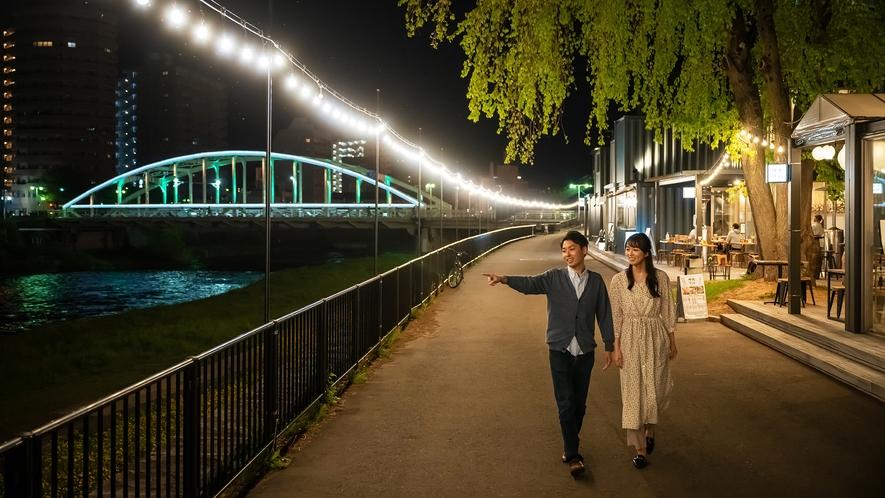 【開運橋】 盛岡のシンボルである開運橋は、静かな夜景を体験できます。お散歩や散策などお愉しみ下さい。