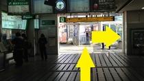 南改札口を出て左、切符売り場を進み外のデッキへ出ます