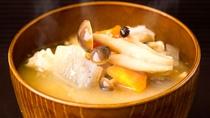 【朝食一例】具沢山味噌汁が人気です!