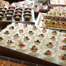 【夕食ブッフェ】スイーツキッチンに並ぶ彩り豊かなデザートに目移り間違いなし♪