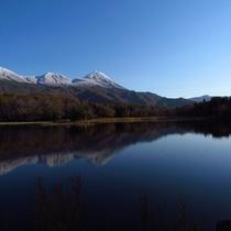 初冬の知床五湖。5つの湖それぞれが一枚の絵のように