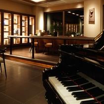 【オホーツクラウンジ】ピアノの音色がチエックインのお客様をお迎えいたします。
