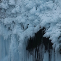 【観光】冬のフレペの滝です。氷った滝が芸術的です。