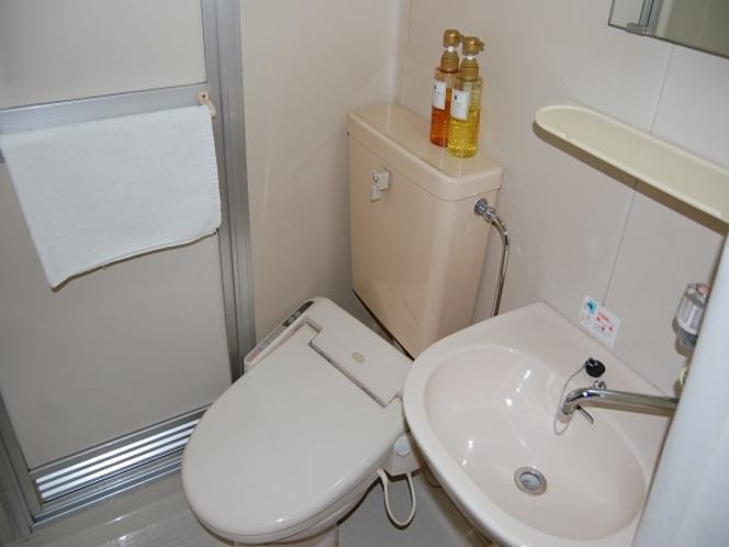お風呂はユニットバスタイプです。