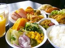 和洋バイキングスタイルの朝食です