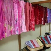 【プラン】りらっくす蔵2階には色とりどりの浴衣が男女合わせて800枚!1000円で貸し出しております