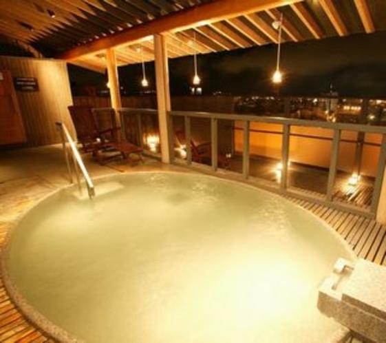 男性用露天風呂から望む夜景