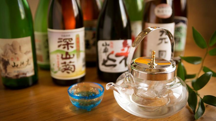 おいしい米と豊かな水をもつ飛騨では酒造りも盛ん。各酒蔵がしのぎを削り、造ったお酒を飲み比べ♪
