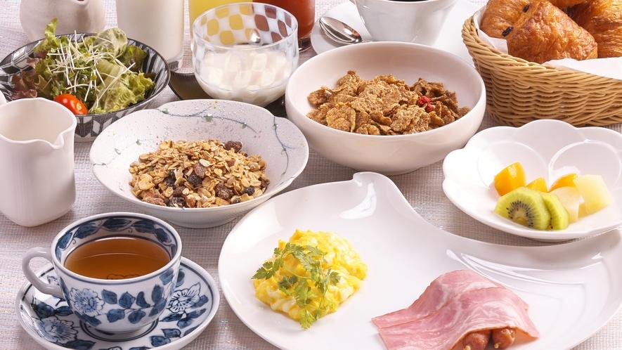 朝は和食だけでなく、洋食も選択できます