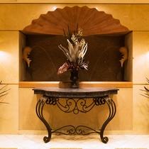 館内の随所に光る洗練されたデザインが皆様をお出迎えします。