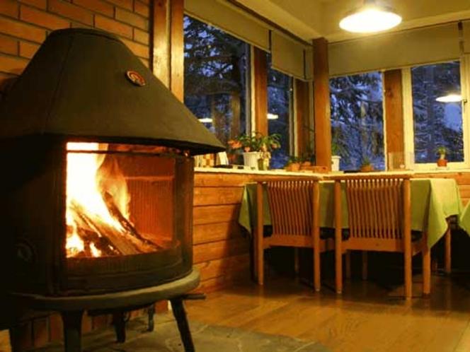 暖炉のあるラウンジ