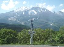 駐車場より妙高山を望む