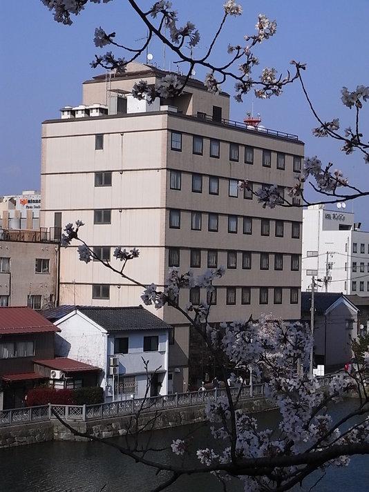 ホテル外観城址側
