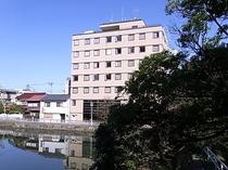 ホテルとお堀2