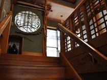 階段を上がると客室があります。我が家のようにくつろげます