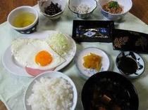 おふくろの味。しっかり朝食を食べて!ご飯とお味噌汁はお代わり自由