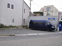 駐車場は無料。マイクロバスなどでのお越しの際は事前にご相談ください