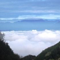 時には甲府盆地を覆う「雲海」を見渡すことも・・・