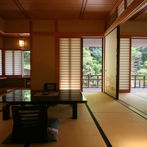 【1F「花の間」純和室/禁煙】光と風が舞い込む開放感あるお部屋。各階に1室だけ(計3室)の部屋タイ