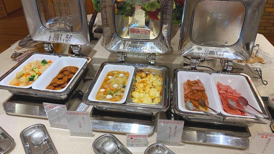 <朝食バイキング>お野菜たっぷりの八宝菜に松山生まれの松山ウインナー♪いっぱい食べて元気をチャージ!