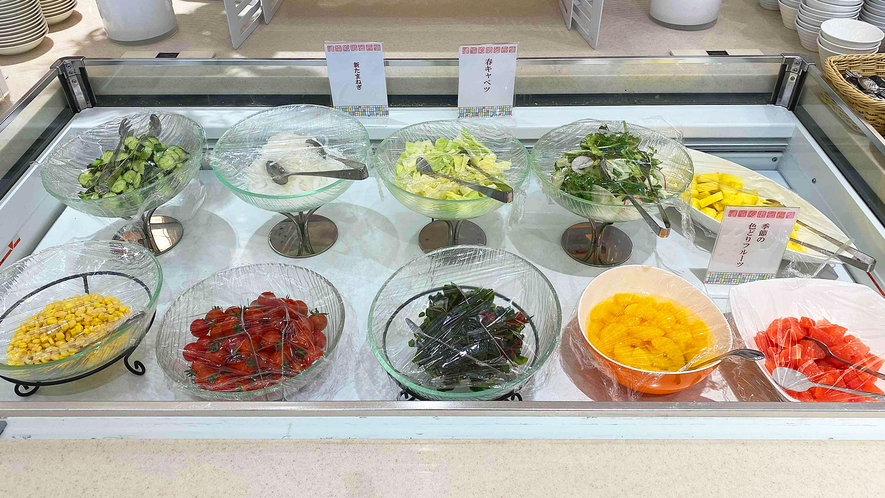 <朝食バイキング>旬の新鮮野菜の「サラダコーナー」朝からビタミンいっぱい取りましょう♪