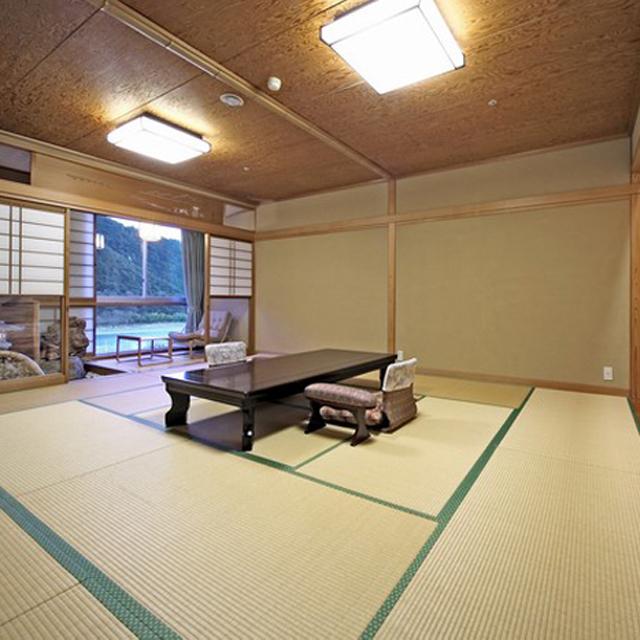 ★眺望風呂付特別和室・川側(15畳+3畳・67.5平米)