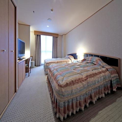 ★スイートルーム・川側(寝室)