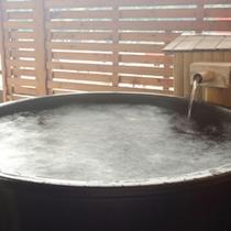 【露天風呂付客室】陶器湯船一例