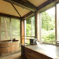 樽風呂、ヒノキ風呂 湯船が二つある貸切風呂