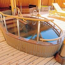 【里の湯】「抱きっこ石」「饅頭蒸かし」などの変わったお風呂が全部で11種類