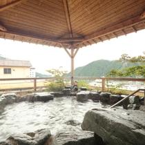 【空の湯】谷川連邦を望む最上階の露天風呂