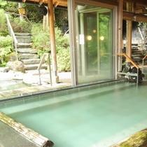 【山の湯】眺めの良い露天や洞窟風呂などのお風呂をお楽しみください。10