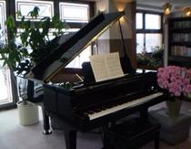 ロビーのグランドピアノ