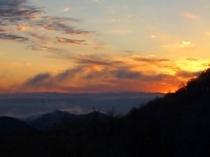 夕日と山並み