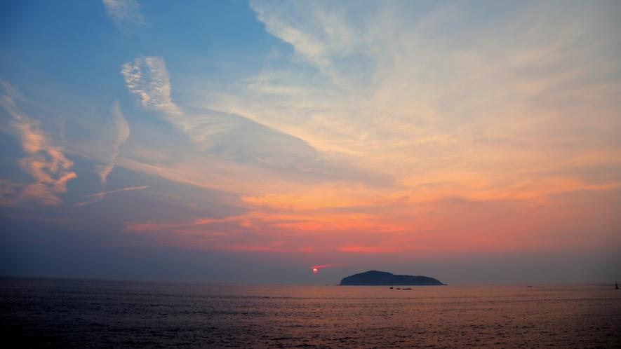 【防波堤からの夕日】