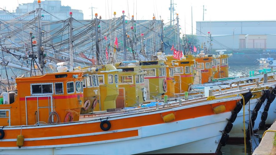 【港の船】