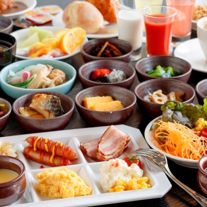 ご朝食は和洋約30種のバイキングをご用意しております