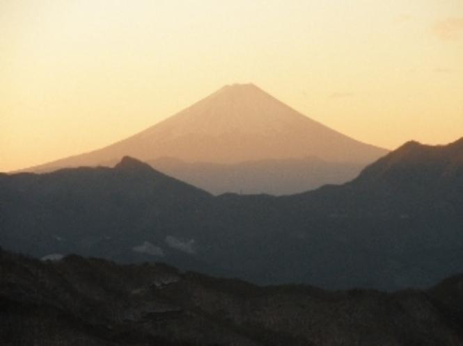 日の出時の富士山