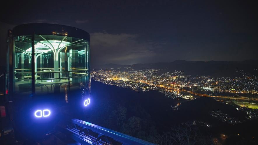 稲佐山スロープカー 。稲佐山中腹駐車場から山頂展望台まで、約8分で運航します。