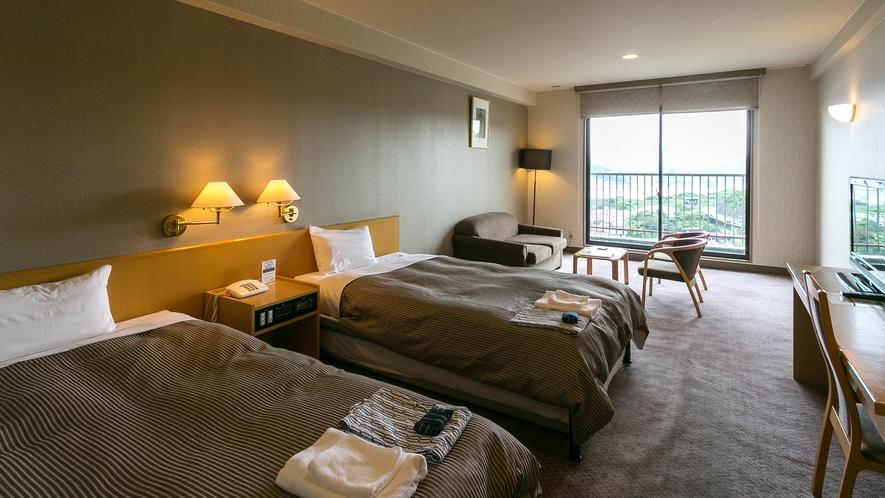 【曙館ツインルーム】全室ハーバービューのゆったりした広さのツインルームでございます。