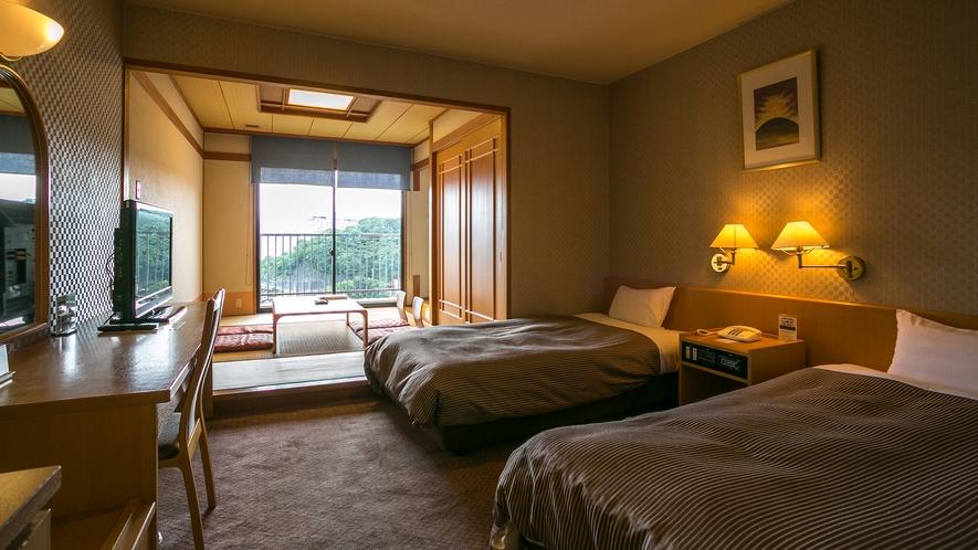 【曙館和洋室】ベッドが2つと6畳間のハーバービュー和洋室でございます。
