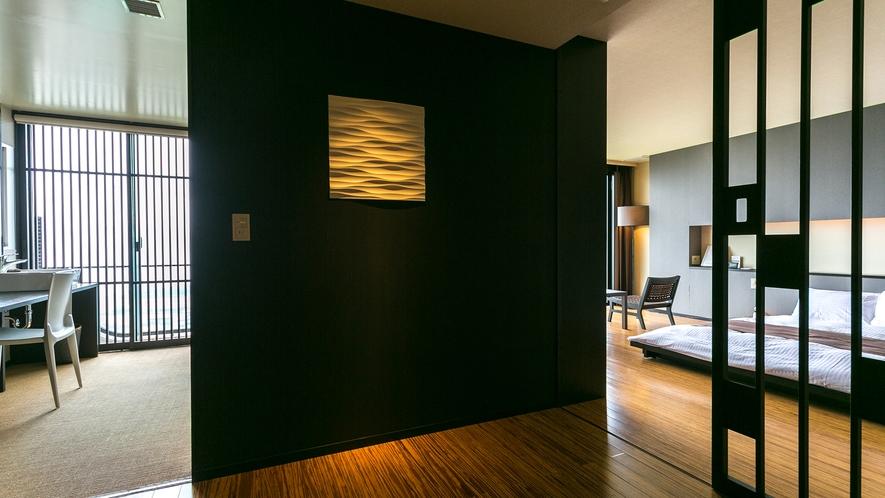 【プレミアスイート】(夜)夜景を満喫するために設計された特別な客室でございます。