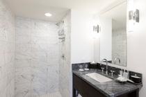 デラックス 2ベッドルーム シティービュー バスルーム 一例