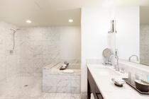 プレミアム 1ベッドルーム プラス デン オーシャンビュースイート バスルーム 一例
