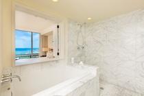 デラックス 2ベッドルーム プライムオーシャンビュースイート バスルーム 一例