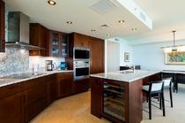 プレミアム 3ベッドルーム オーシャンフロントスイート キッチン 一例
